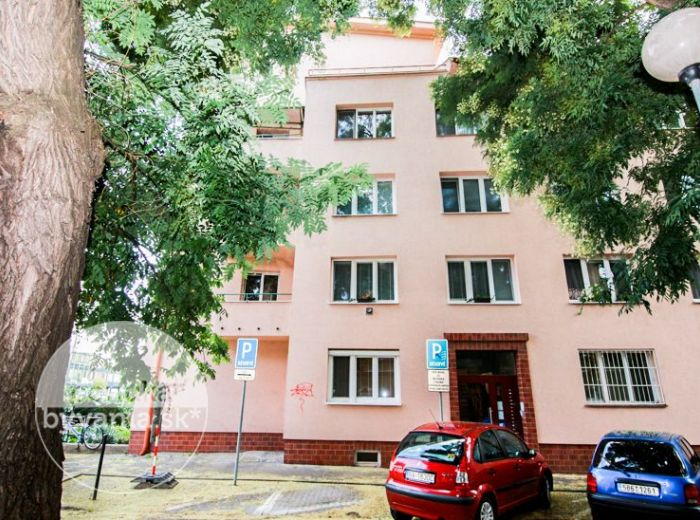 PREDANÉ - LUŽICKÁ, 3-i byt, 81 m2 – TEHLA, vlastný kotol, PIVNICA, terasa, DVOR
