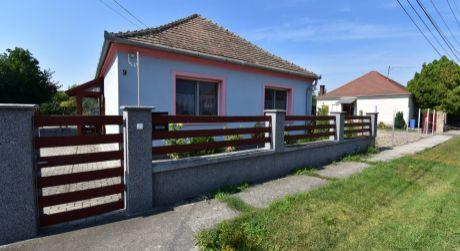 Dva domy na jednom pozemku 2000 m2 - obec Lipot