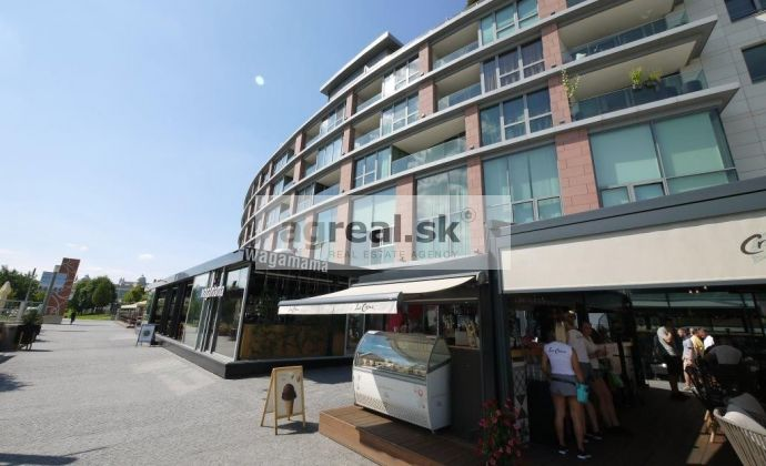 Štúdio - 1-izbový byt na prenájom, Bratislava - Staré Mesto, Eurovea, možnosť garáže (od 10/20)