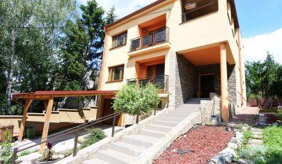 Exkluzívne v APEX reality - predaj / výmena 4iz RD na Šafárikovej ul. v HC, komplet rekonštrukcia, garáž, 1368 m2