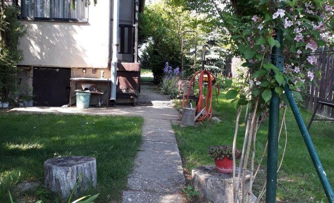Na predaj záhrada s chatkou v Nových Zámkoch.