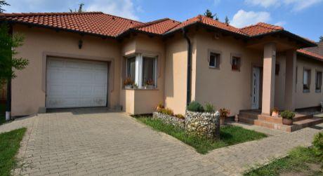 3 -  izbový  Exkluzívny rodinný dom s alternatívnym vykurovaním-  Hegyeshalom