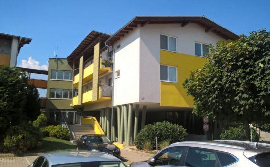 REZERVOVANÝ! Príjemný, slnečný, zariadený 3 izb. byt v novostavbe na ČV - Čerešňová ul.