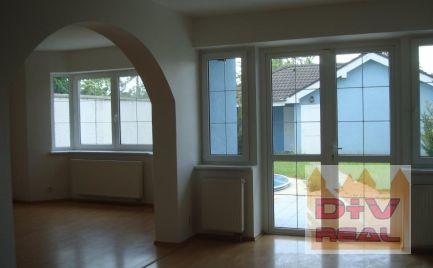 D+V real ponúka na prenájom: 4 izbový rodinný dom, Jarovce, Bratislava 5, nezariadený, dvojgaráž, záhradka