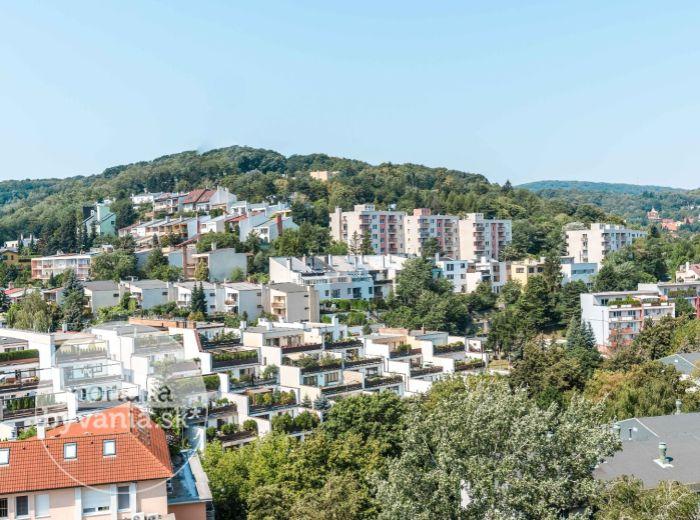 PREDANÉ - GALBAVÉHO,  2-i byt, 56 m2 – bývanie v POKOJNEJ LOKALITE s veľmi dobrou dostupnosťou do centra Bratislavy a SVETOVÝM VÝHĽADOM
