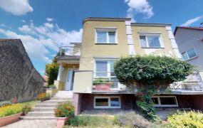 EXKLUZÍVNE IBA U NÁS !!! Ponúkame Vám na predaj rodinný dom + záhrada 1.752  m2 , Dubnica nad Váhom - Bottova ulica.