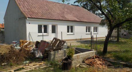 3 - izbový rodinný dom  126 m2 obytná plocha, 400 m2 pozemok -  Rajka