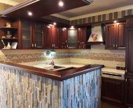 DIAMOND HOME s.r.o Vám ponúka na predaj luxusný rodinný dom s bazénom  s jazierkom za priatelskú cenu.