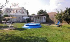 Ponúkam na predaj rodinný dom v obci Ohrady s tenisovým ihriskom