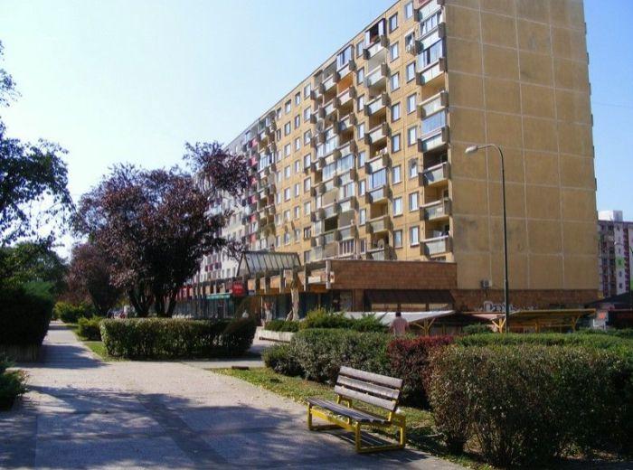PREDANÉ - RAJECKÁ, priestranný 1-i byt, 45 m2 - po rekonštrukcii, s loggiou, kúpeľňa s vaňou a samostatné WC, veľká kuchyňa, VÝHODNÁ PONUKA