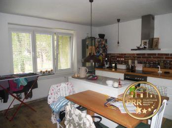 Predaj 2-izb.kompl.prerob. bytu /60m2/ v centre Bánoviec n/B.