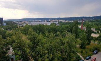 Ponúkame na predaj garzónku na Rybničnej ul., Bratislava - Vajnory