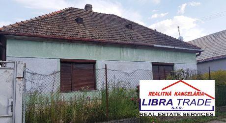Ponúkame na predaj 4-izbový rodinný dom v obci Strekov.