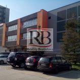 Obchodno- kancelársky  priestor v Ružinove so vstupom z ulice