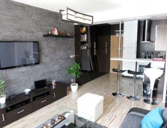 Na predaj 2 izbový byt s vlastným kúrením a parkovacím miestom, širšie centrum Žiliny