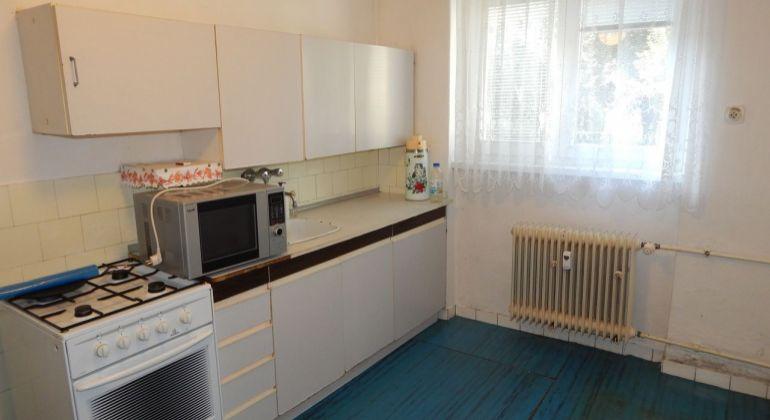 Na predaj 2 izbový byt 64 m2, Handlová, Centrum