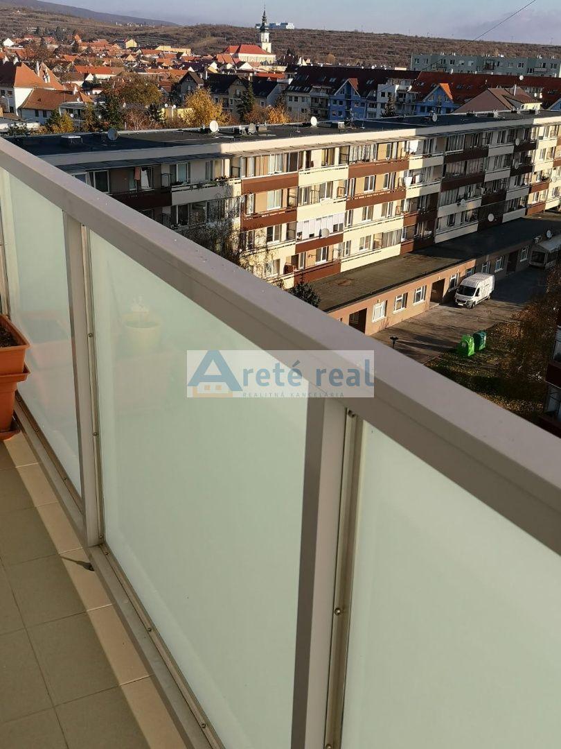 Areté real, Predaj slnečného 3-izbového bytu s balkónom v tichej lokalite v Pezinku