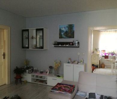 Ponúkame na predaj pekný 4 izbový byt v Ladcoch, 143m2.