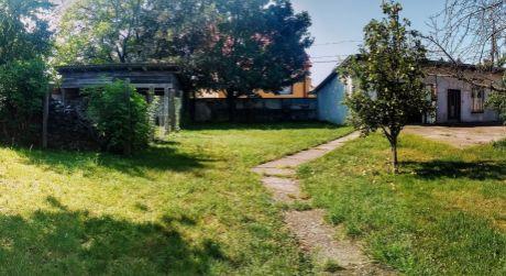 Slnečný pozemok  650 m2 v centre obce - Rajka
