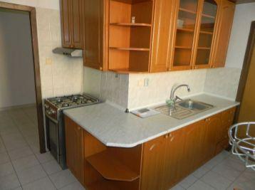 Prenajmeme 2-izb. byt v Seredi