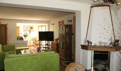 TOPOĽČANY 6 izbový exkluzívny rodinný dom, pozemok 859 m2, tichá lokalita