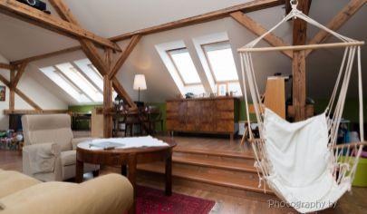 APEX na predaj VÝNIMOČNÝ VEĽKOMETRÁŽNY 2 izbový byt v centre Trnavy