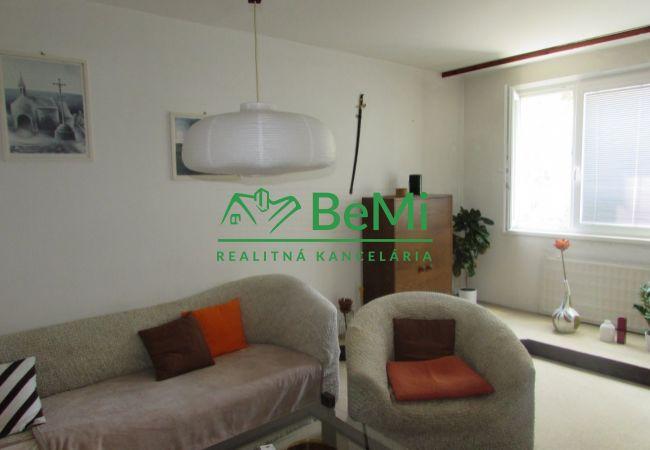 REZERVOVANÉ ! Predáme veľký 3 izbový byt - Zlaté Moravce (688-113-AFI)