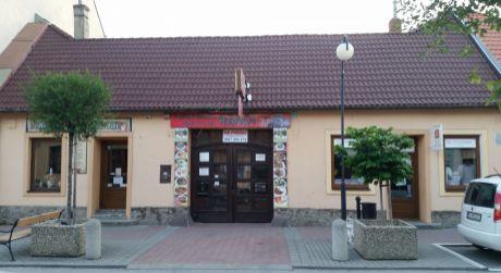 Kuchárek-real: Predáme mestský polyfunkčný dom v Pezinku.