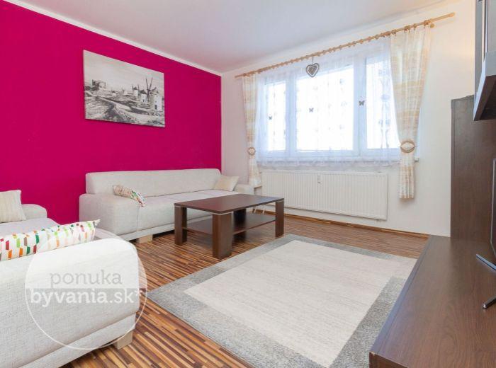 PREDANÉ - JÁNA JONÁŠA, 3-i byt, 69 m2 - REKONŠTRUKCIA, bez ďalších investícií, voľný ihneď, VLASTNÉ PARKOVANIE