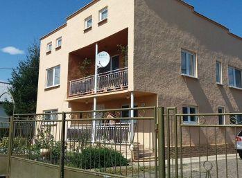 Dvojgeneračný rodinný dom v obci Malčice-Velmi pekný