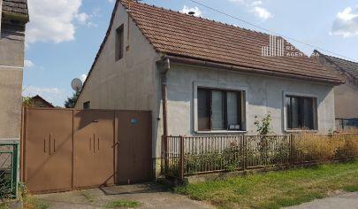 PREDANÉ:  Starší rodinný dom s pozemkom 733m2 vo Vysokej pri Morave