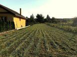 --PBS-- Veľký stavebný pozemok na dva rodinné domy, výmera 1651 m2, všetky IS, Jaslovské Bohunice - Hlavná