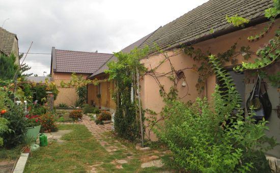 Bývať alebo chalupárčiť v peknom rodinnom dome na vidieku pri BA?