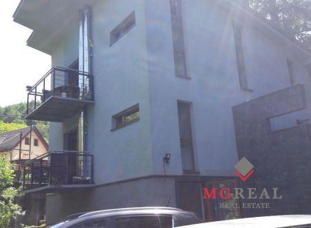 Predaj apartmánového domu neďaleko Trenčianskych Teplíc-znížená cena.