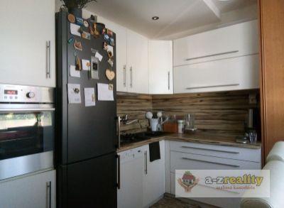 2748 Na predaj 3-izb.byt v N.Zámkoch