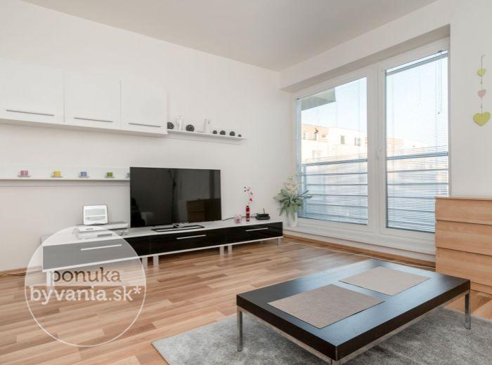 PRENAJATÉ - KVETNÁ, 1-i byt, 35 m2 – KOMPLETNE ZARIADENÝ, v tichej lokalite, PRIPRAVENÝ NA BÝVANIE