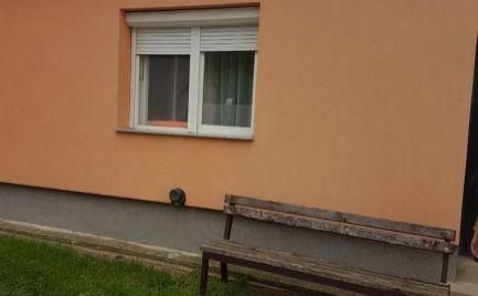 Predáme rodinný dom so 780m2 pozemkom za výhodnú cenu v Maďarskom Bezenye.