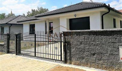 Novostavba rodinného domu v Hrubej Borši s garážou