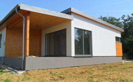 Predám novostavbu dvoch štvorizbových nízkoenergetických montovaných domov v atraktívnej lokalite Nitra, Zobor.