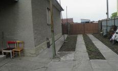 PREDAJ starší rodinný dom s pozemkom na výstvabu rodinného domu v obci Ohrady