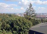 Pozemok pre RD s lesom, potôčikom a výhľadom na BA