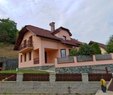 Ponúkame na predaj nadštandardný rodinný dom v lokalite Jelšové.
