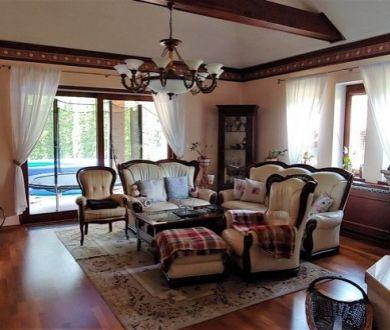 REZERVOVANÝ - Ponúkame na predaj luxusný rodinný dom v mestskej časti Jelšové.