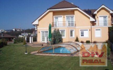 Prenájom: 8 izbový rodinný dom, Hrebendova ulica, Bratislava I, Staré mesto, parkovanie, 5 kúpeľní, vonkajší bazén, záhrada
