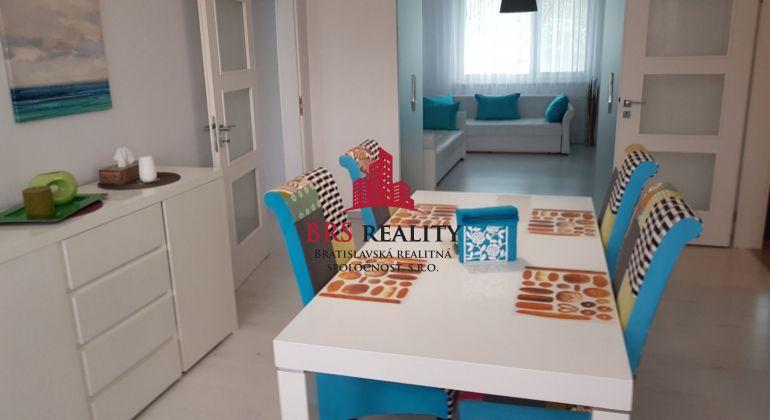 Nádherný 5 izbový byt v srdci Karlovej Vsi na predaj