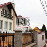 Trojizbový rodinný dom v mestskej časti Nové Mesto - Vinohrady (Ahoj)