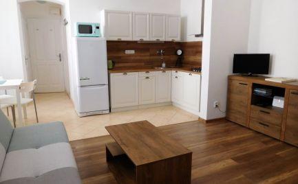 Prenájom exkluzívneho 2-izbového bytu vo dvore v centre BA