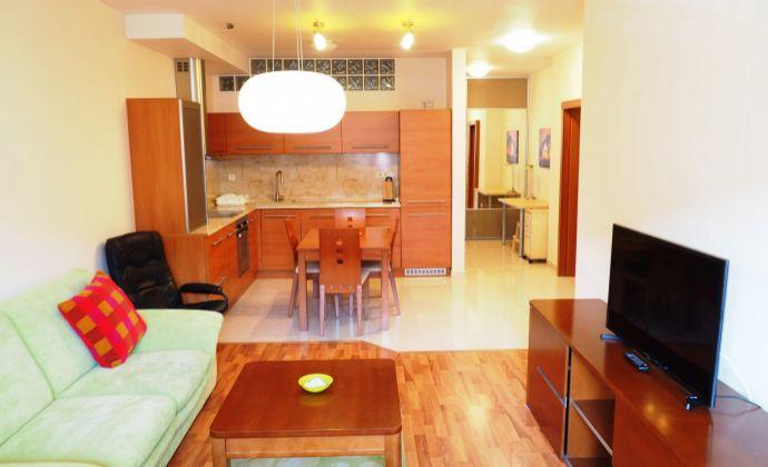 Na prenájom 2 izbový byt na začiatku Petržalky, vrátane garáže pod BD