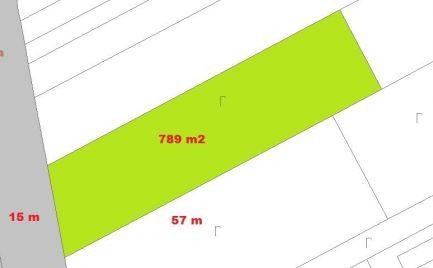 Stavebný pozemok 789 m2,  pri B. Bystrici -  Cena 57 500 €