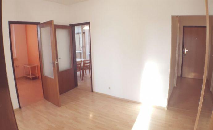 PREDAJ - 3 izbový byt, Holíčska, BRATISLAVA V. - Petržalka